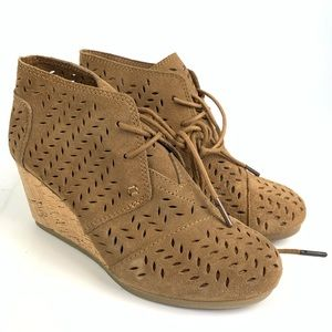 Toms Desert Wedge Lace Up Perforated Leaf Boot